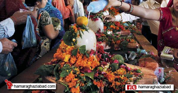 बम बम भोले के जयकारों से गूंजा दूधेश्वर नाथ मंदिर