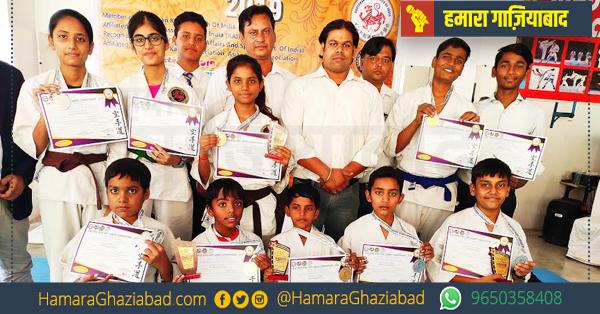 इंदिरापुरम कराटे स्कूल के खिलाड़ियों ने ओपन जिला स्तरीय कराटे प्रतियोगिता में जीते 9 मेडल