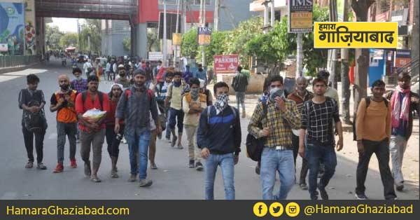 लॉकडाउन का असर, दिल्ली से हापुड़ तक का सफर पैदल तय कर रहे सैंकड़ों यात्री