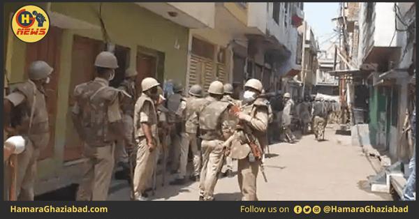 मेरठ – नए हॉट स्पॉट को सील कराने पहुंची पुलिस पर भीड़ ने किया पथराव, कई पुलिस कर्मी जख्मी