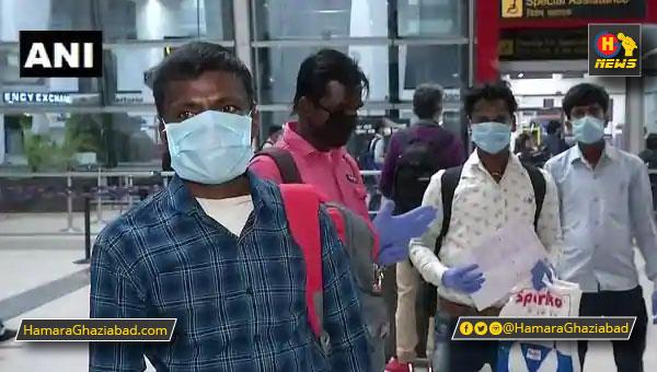 परोपकार – परेशानी देख इस किसान ने अपने 10 मजदूरों को घर भेजा हवाई जहाज से