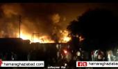 बुधवार रात गत्ते के गोदाम में लगी आग, गाजियाबाद की आठ व नोएडा की दो दमकल की गाड़ियों ने पाया काबू