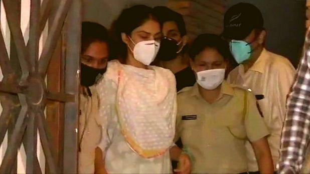 रिया चक्रवर्ती देती थीं ड्रग्स – शौविक और सैमुअल का बड़ा खुलासा, सुशांत के अकाउंट से निकाली जाती थी रकम,