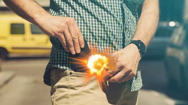 जेब मे रखे मोबाइल में ब्लास्ट होने से युवक घायल