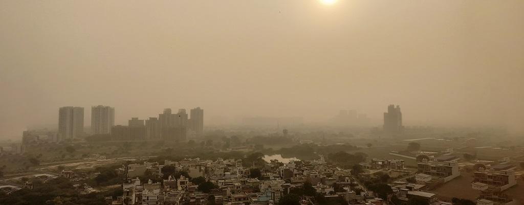 दिल्ली, गाजियाबाद और नोएडा में हवा की गति बढ़ने से स्थिति में सुधार, पर खराब श्रेणी से बाहर नहीं निकल पाई