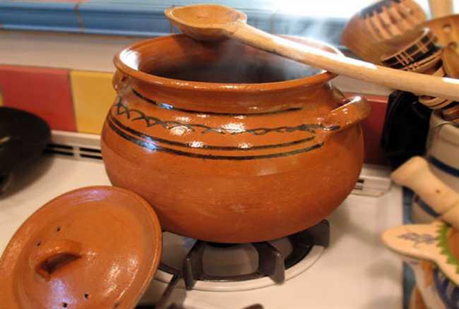 मिट्टी के बर्तन में खाना बनाने से होते हैं ये फायदे, सर्दियों में डॉक्टर से भी मिलेगा छुटकारा