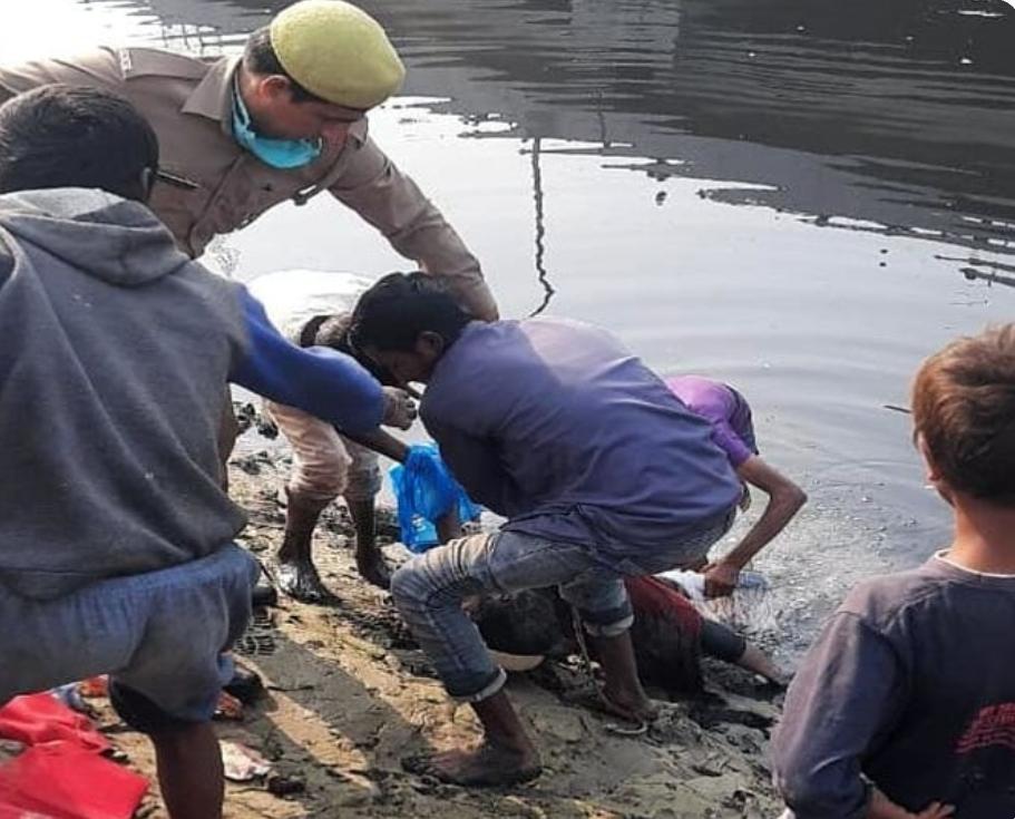 गाजियाबाद: हिंडन नहर से मिली बच्ची की लाश, कूड़ा बीनने वाले बच्चों ने देखा शव, नहीं हुई शिनाख्त