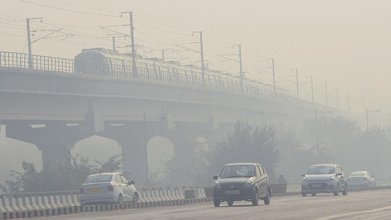 दिल्ली-एनसीआर में सांसों का संकट गहराया, जहरीली धुंध की चादर में लिपटी रही सुबह