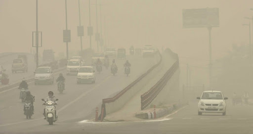 आज बेहद खराब श्रेणी में पहुंच सकती है दिल्ली की हवा, प्रदूषण से अभी नहीं मिलेगी राहत