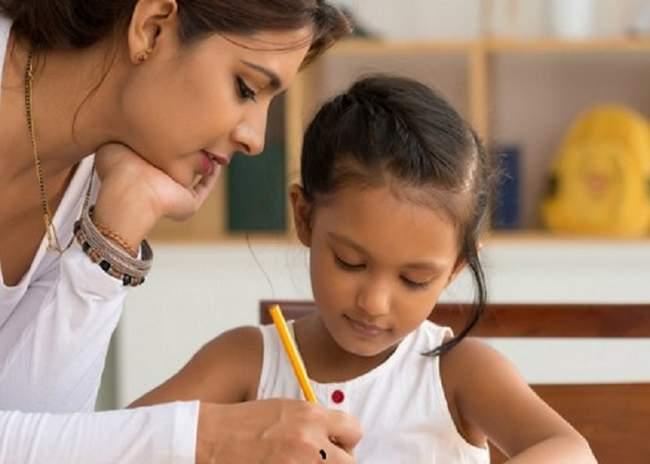 पहली-दूसरी कक्षा की 33 फीसदी पढ़ाई मम्मी ने करवाई, सरकारी स्कूलों में अध्ययन का रुझान बढ़ा