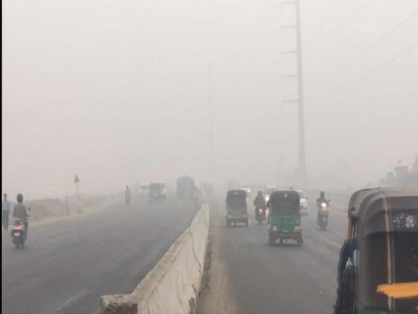 Ghaziabad Air Pollution: देश का सबसे प्रदूषित शहर बना गाजियाबाद, हवा में सांस लेना हुआ बेहद खतरनाक