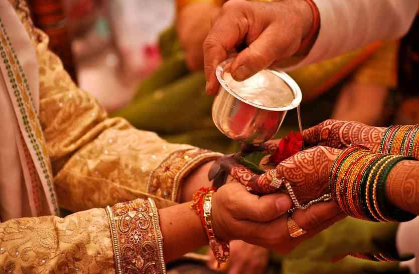 शादी-ब्याह के कारोबार से जुड़े लाखों लोगों को लग सकता है झटका