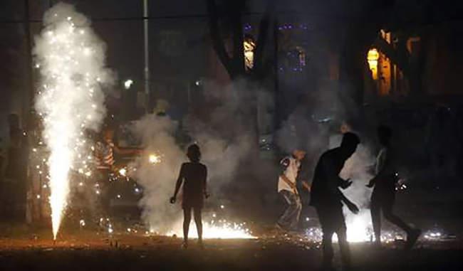 दिल्ली में एक पटाखा भी फोड़ा तो मिलेगी इतनी सजा, देना पड़ेगा भारी जुर्माना