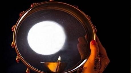करवाचौथ, जानिए आपके शहर में कितने बजे होगा चांद का दीदार, क्या है कथा का शुभ मुहूर्त