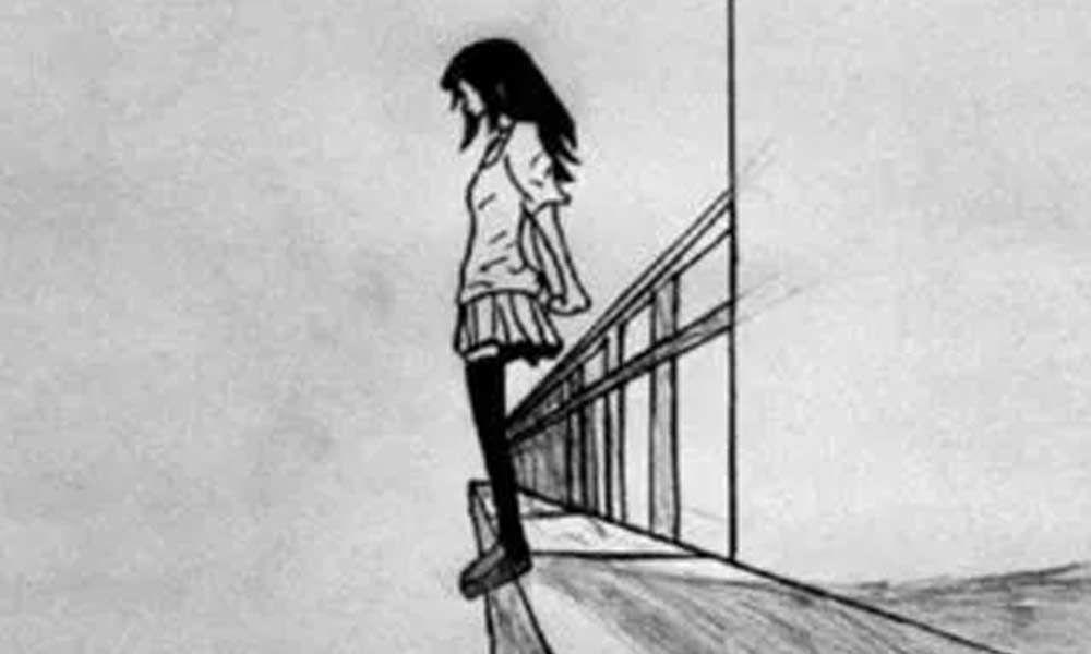 ग्रेटर नोएडाः 17वीं मंजिल से तीन साल के बेटे को गोद में लेकर कूदी महिला, दोनों की मौत, ये है वजह