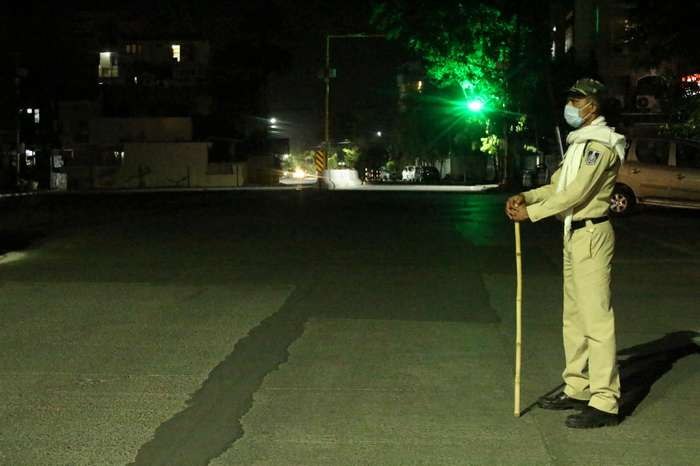 दिल्ली में फीका रहेगा नए साल का जश्न, 31 दिसंबर और एक जनवरी को रहेगा नाइट कर्फ्यू