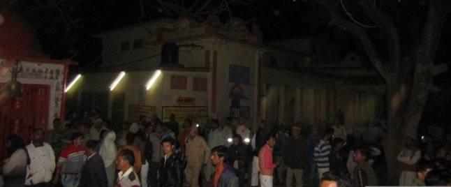 दिल्ली: नरेला में गोलियां बरसाकर दो युवकों की हत्या, गोलीबारी के दौरान बाल-बाल बचा कार सवार