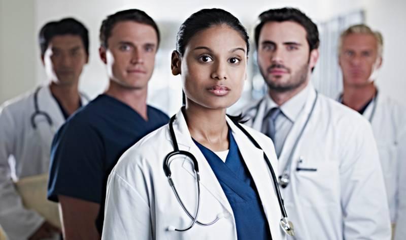 UP सरकार की नई गाइडलाइन:डॉक्टरों को 10 साल सरकारी नौकरी करना जरूरी, इससे पहले जॉब छोड़ने पर देने होंगे एक करोड़ रुपए