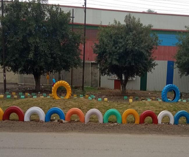 गाज़ियाबाद,कबाड़ में पड़े टायर से शहर की सुंदरता में निगम लाया निखार