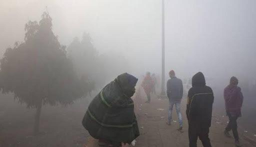 दिल्ली में दिन में राहत, सुबह-शाम ठिठुरन, आज से गिर सकता है न्यूनतम तापमान