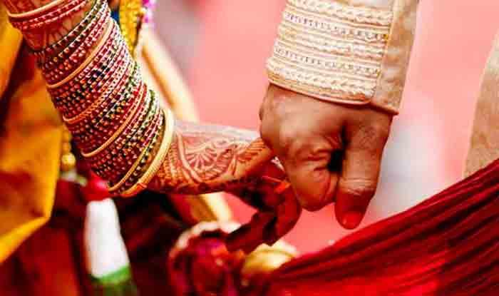 बुलंदशहरः सिपाही द्वारा यौन शोषण की शिकायत लेकर पहुंची युवती की एसएसपी ने करवा दी शादी