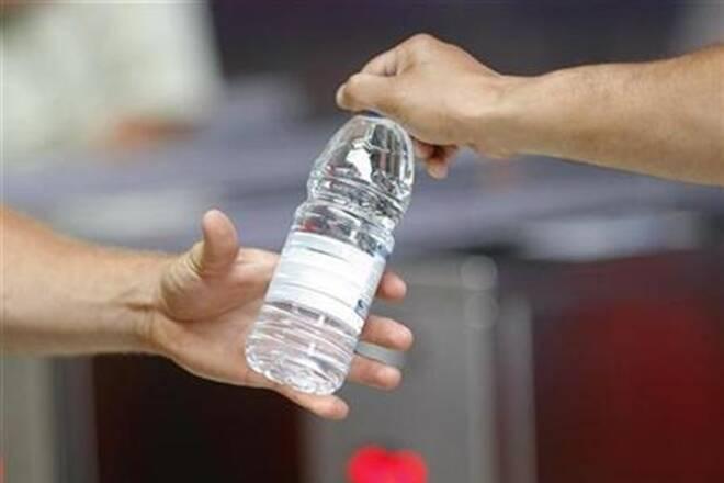 पुडुचेरी के डीएम को बोतल में पानी की जगह दिया 'जहर', मचा हड़कंप