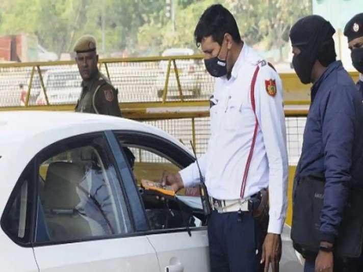 Delhi: अब कार की पिछली सीट पर Seat Belt, बाइक में Side Mirror नहीं लगाने पर देना होगा जुर्माना