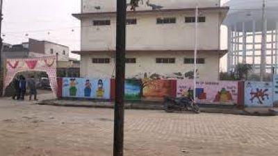 गाजियाबाद,बेटियों के स्कूल को बना दिया प्राइवेट कंपनी का मलबाघर