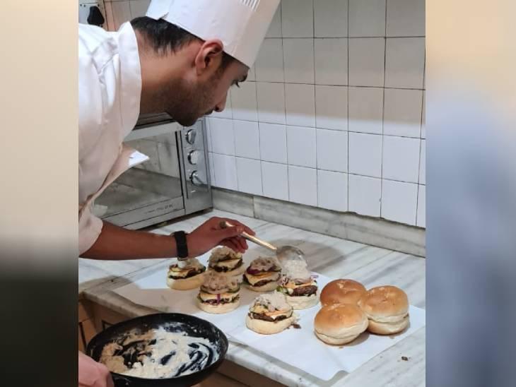 कोरोना के चलते ताज होटल की नौकरी गई तो घर पर ही रेस्टोरेंट शुरू किया, आज हर महीने एक लाख रुपए कमा रहे
