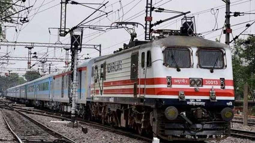अजब-गजब: ट्रेनों का नाम बदल कर दोगुना किराया, बेडरोल की वसूली बोनस