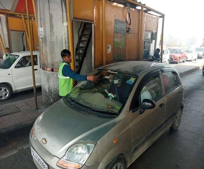 FASTag: NH-9 व NH-24 पर बिना टैग यूपी से दिल्ली आने वाले वाहन चालकों से वसूला जा रहा दो गुना टैक्स