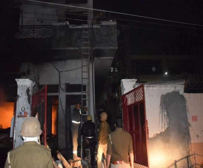 गाजियाबाद फैक्ट्री में आगः हादसे के वक्त 40 लोग थे अंदर, पड़ोसी मीडिया कंपनी की इमारत से कई बचे
