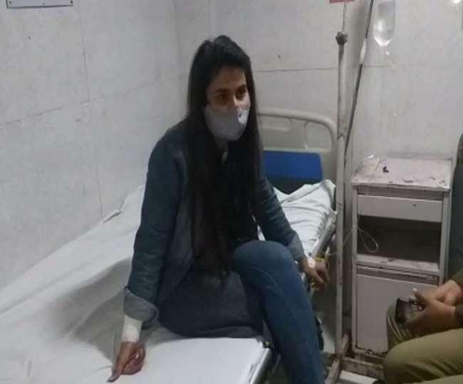 लखनऊ: बीजेपी MP कौशल किशोर के घर के बाहर बहू ने काटी हाथ की नस; कहा- नहीं हो रही मेरी सुनवाई