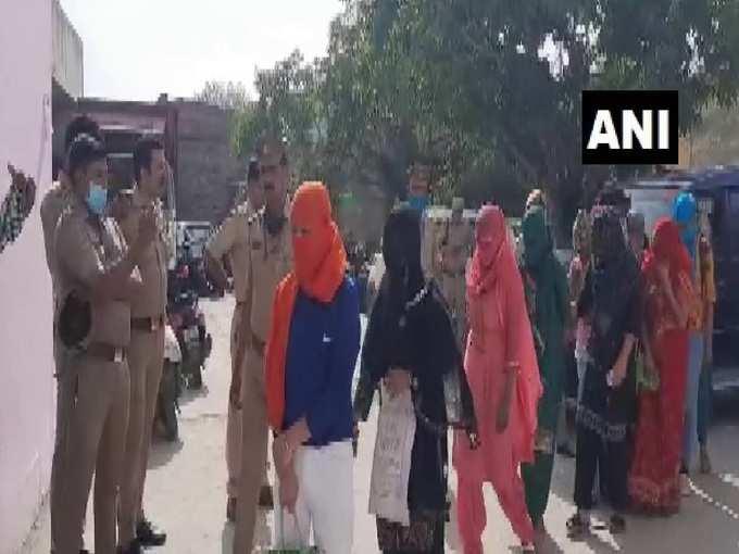 Noida news: होटल में सेक्स रैकेट पर रेड… पकड़ी गईं लड़कियों में तीन ग्रैजुएशन स्टूडेंट, 6 पुलिसवाले लाइन हाजिर