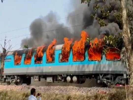 Indian Railways: रेलवे बताएगा ट्रेन में और स्टेशनों पर स्मोकिंग कितना बड़ा रिस्क! उठाया ये कदम