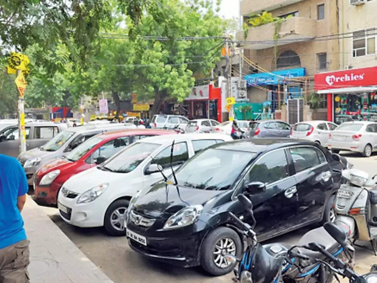 Ghaziabad news: बडे पार्क, मॉल, नामी सोसायटी सबकुछ है लेकिन पार्किंग नहीं… आखिर, इंदिरापुरम के लोग कहां ले जाएं गाड़ी