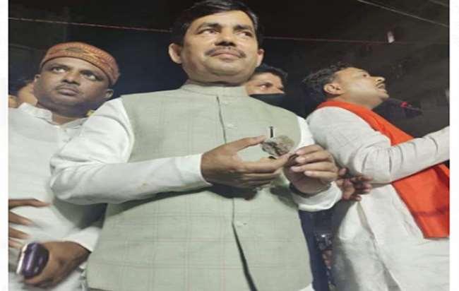 Bengal Chunav: हावड़ा में चुनाव प्रचार के दौरान भाजपा नेता शाहनवाज हुसैन पर फेंके गए पत्थर
