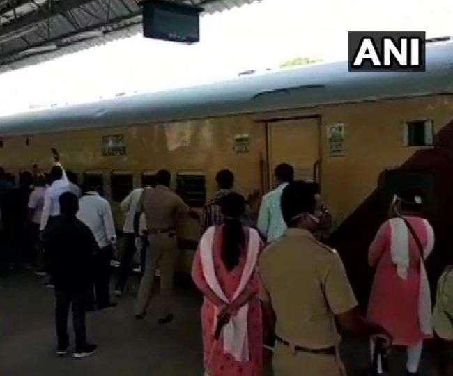 Indian Railways: प्रवासी मजदूरों के आने का सिलसिला तेज, ट्रेनों में मिल रहे सबसे अधिक संक्रमित
