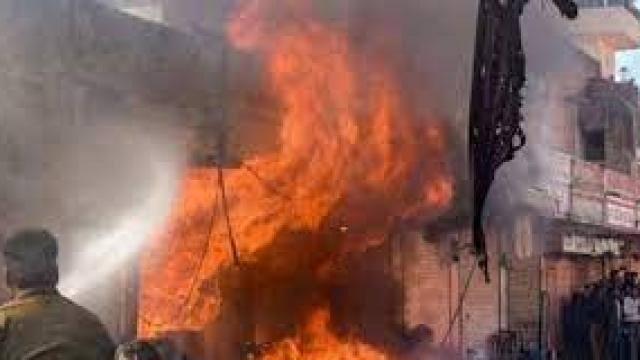 बिजनौर में अवैध पटाखा फैक्ट्री में विस्फोट से पांच की मौत, चार की हालत गंभीर; राहत व बचाव कार्य जारी