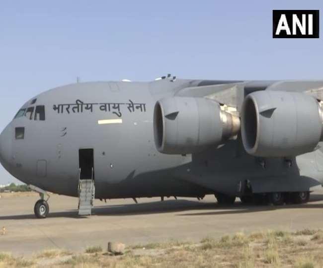Oxygen Shortage in India: ऑक्सीजन टैंकरों की ढुलाई को वायुसेना ने झोंकी ताकत, दुबई से लाए गए छह क्रायोजनिक टैंकर