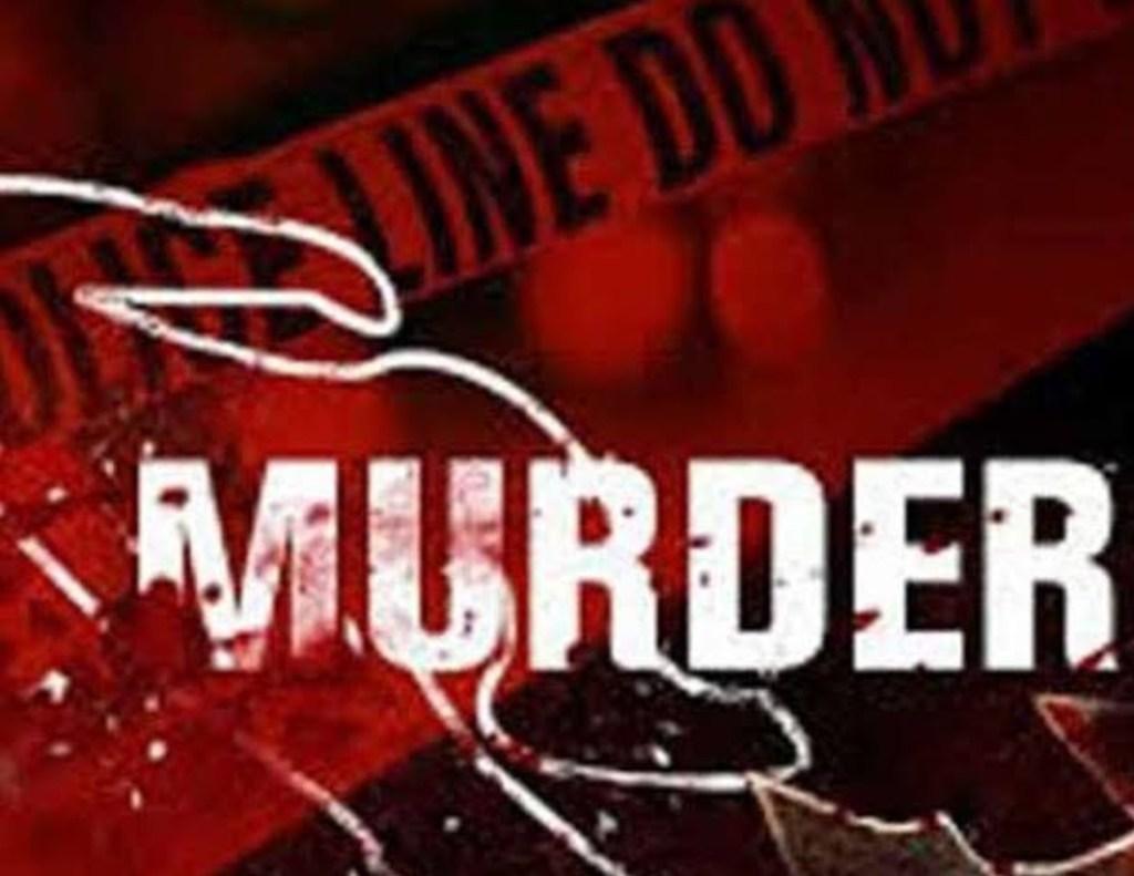 नई दिल्ली: पत्नी और दो बच्चों की चाकू से गोदकर हत्या के बाद पति ने भी फांसी लगाकर दी जान