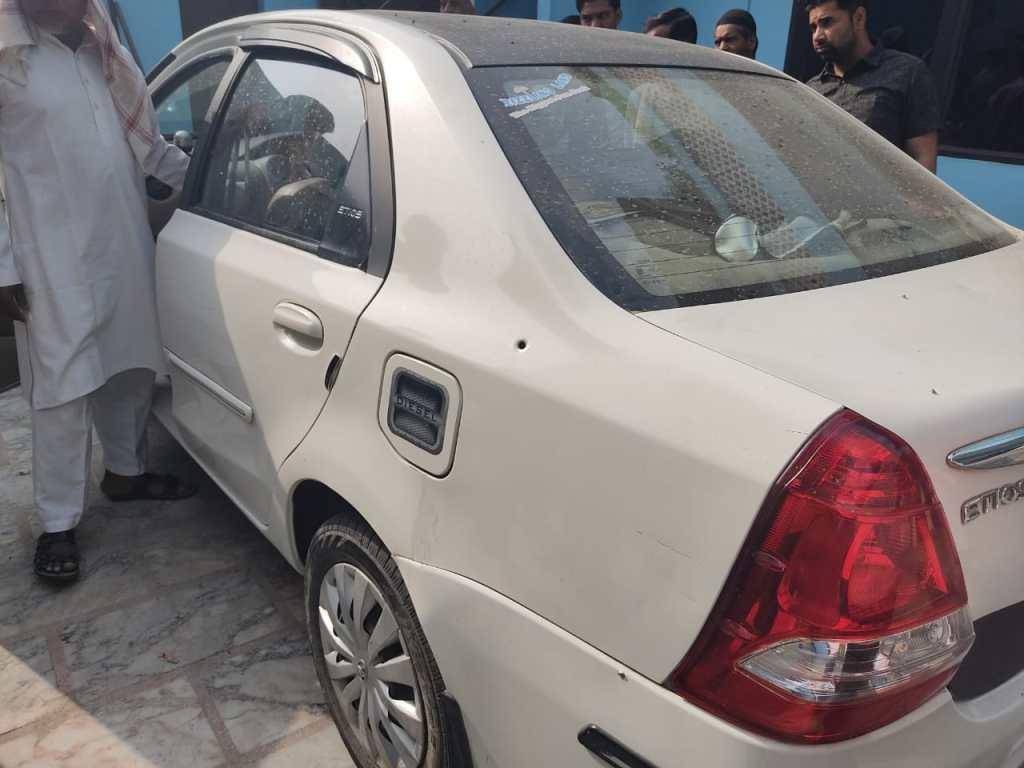 शामली में BJP नेता की कार पर पुलिस ने की फायरिंग' परिजनों को लगी गोली