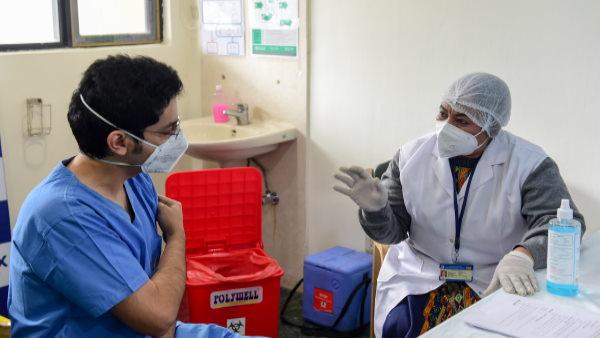 Coronavirus: जानिए कोविड-19 वैक्सीन लगवाने से पहले और बाद में क्या खाना-पीना चाहिए