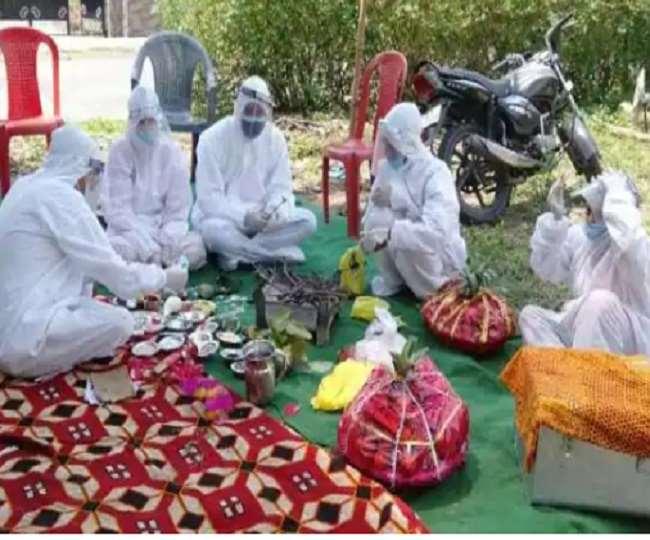 दूल्हन की रिपोर्ट आई पॉजिटिव, दूल्हे के साथ पीपीई किट पहनकर पहुंची पूरी बरात