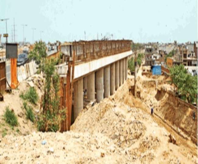 Delhi Meerut Expressway: इस माह में तैयार होगा चिपियाना ओवरब्रिज, छह लेन पर छत डालने की तैयारी