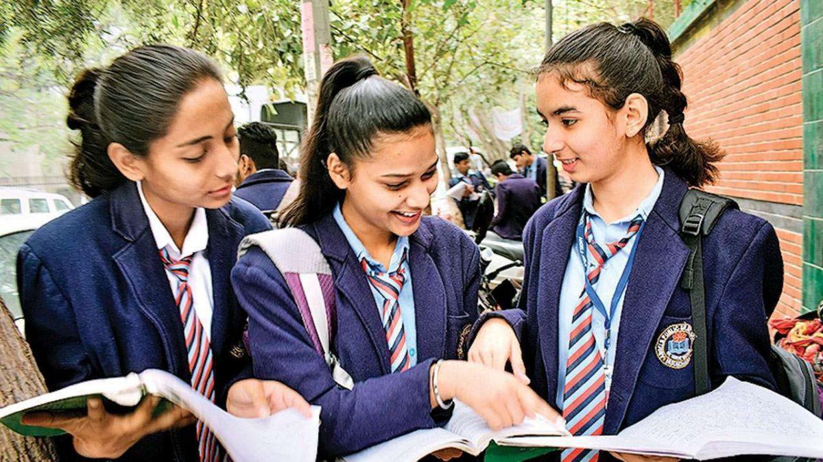 CBSE 12th Board Exams 2021: क्या सीबीएसई कैंसल करेगा 12वीं का एग्ज़ाम? शिक्षा मंत्री ने राज्यों से मांगी सलाह