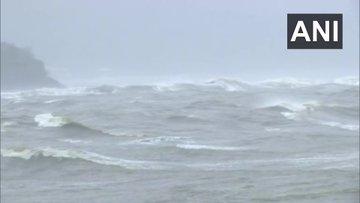 Cyclone Tauktae : गोवा के तट से टकराया, गुजरात की ओर बढ़ा टाक्टे, कई राज्यों में भारी बारिश की आशंका