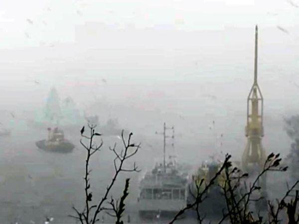 तूफान से जहाज डूबा:मुंबई से 175 किमी दूर हीरा ऑयल फील्ड के पास समुद्र में फंसा जहाज डूबा, 140 से ज्यादा लोगों को बचाया गया; 170 लापता