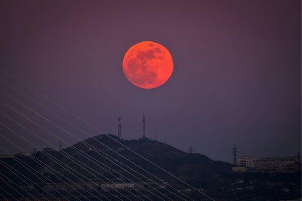 आज आसमान पर नजर रखिएगा, बड़ा और चमकीला दिखेगा चांद; जानिए सुपरमून के बारे में सब कुछ
