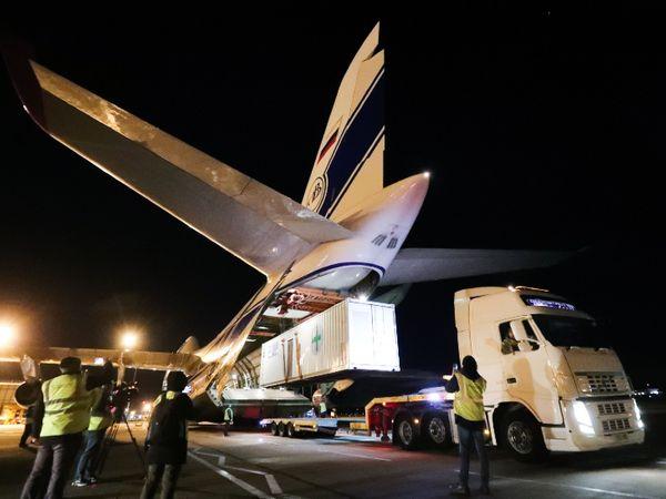 Fight Against Corona: दुनिया के सबसे बड़े Cargo Plane ने मदद का सामान लेकर India के लिए भरी उड़ान